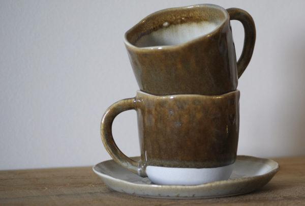 Conjunto de café color terracota y blanco artesanal