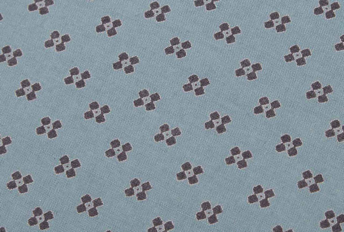 Cojín de algodón 100% realizado artesanalmente en color azul marino.