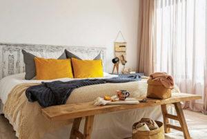Cómo usar tu banco a los pies de la cama